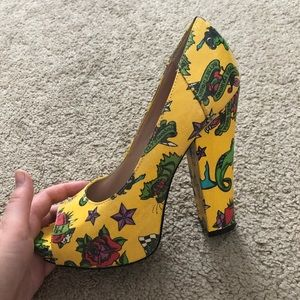Size 8 vintage Betsy Johnson heels
